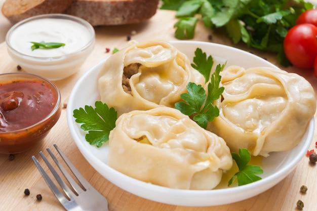 Manti ou bolinhos bolinhos, prato asiático popular, ótima imagem para suas necessidades.