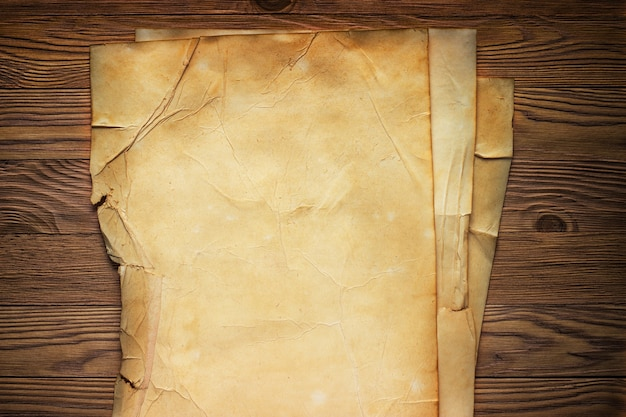 Manuscrito de papel antigo na mesa design vintage