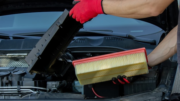 Manutenção do carro, substituição do filtro de ar de papel