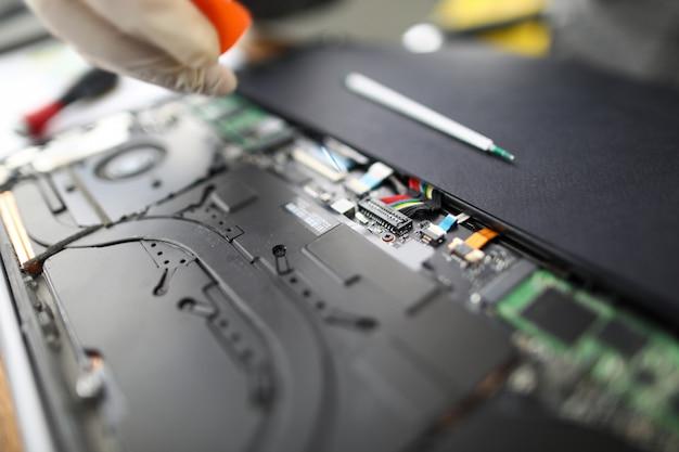 Manutenção e fixação de hardware para laptop