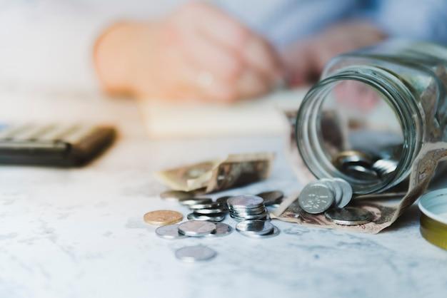 Mão cálculo de poupança
