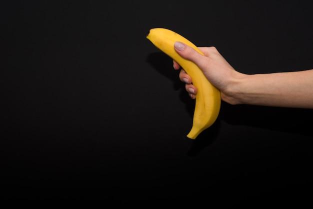 Mão, com, fresco, banana