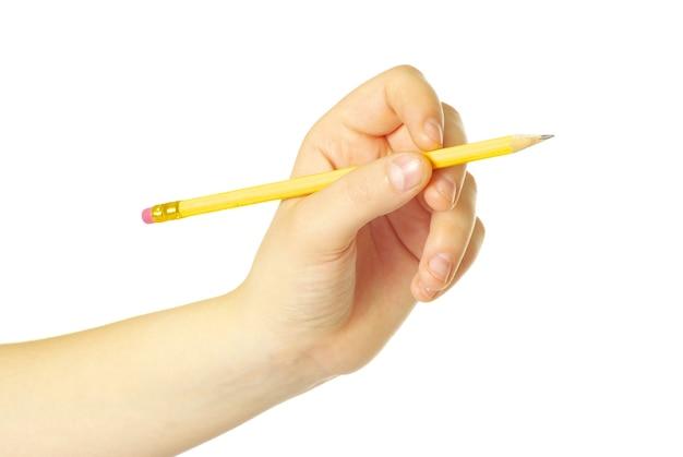 Mão com lápis isolado no branco