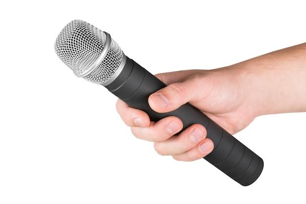 Mão com um microfone isolado no branco