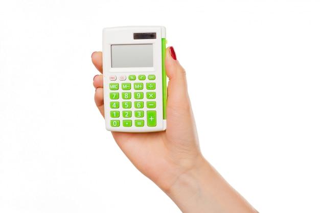 Mão com uma calculadora isolada