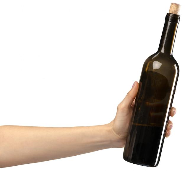 Mão com uma garrafa de vinho