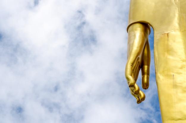 Mão, de, buddha, estátua, ligado, céu azul
