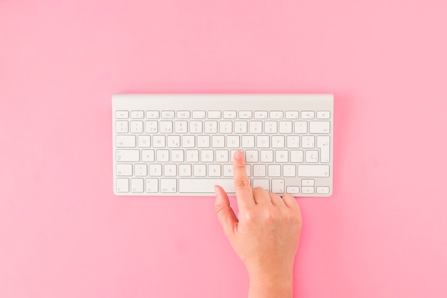 Mão de colheita, apertar botões no teclado