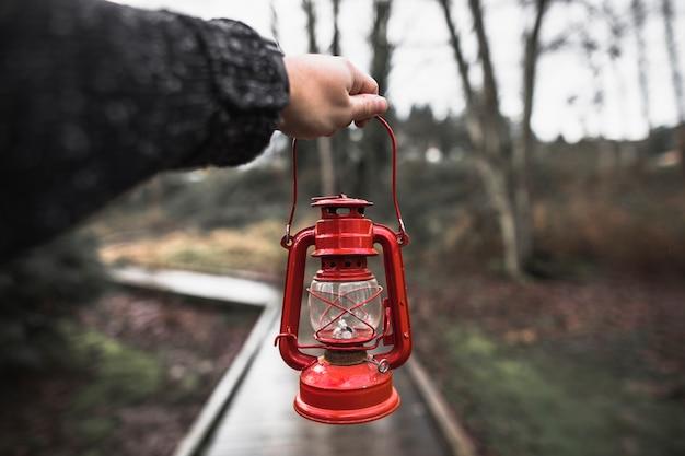Mão de colheita com lanterna