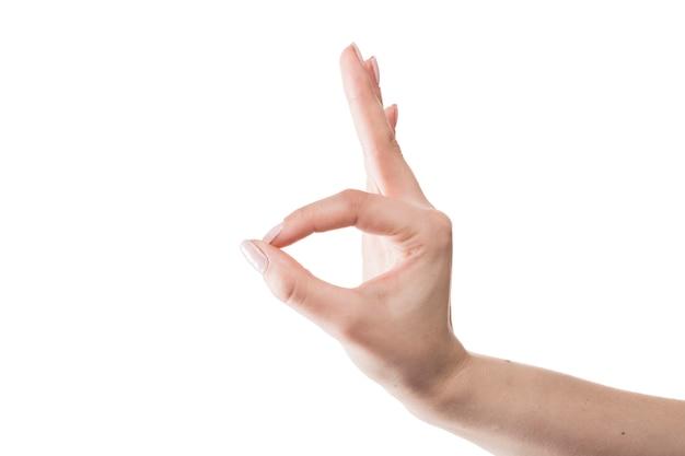 Mão de colheita mostrando o gesto de ok