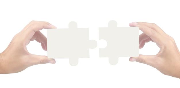 Mão de conectar o quebra-cabeça, conceito de trabalho em equipe. isolado