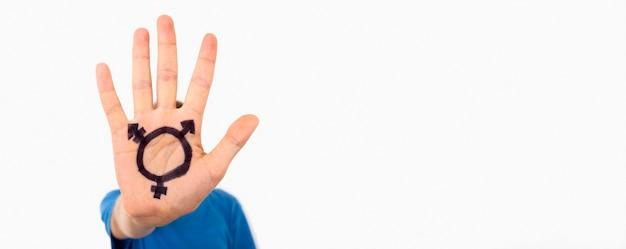 Mão de cópia-espaço com sinal de transgêneros