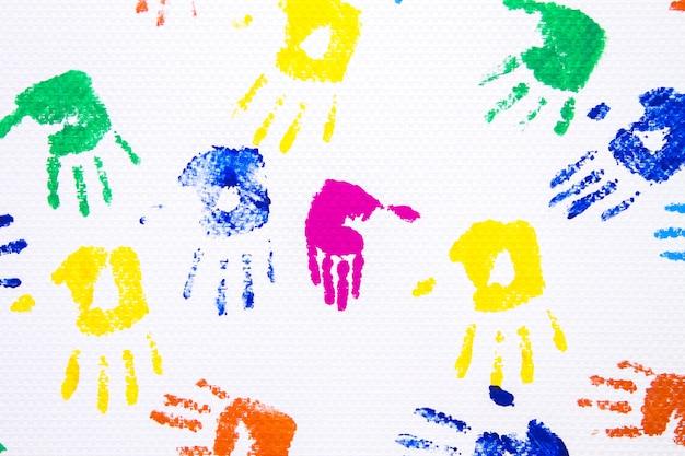 Mão de criança, imprimida em branco