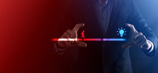 Mão de homem de negócios masculino segura um bloco de conexão entre dois conjuntos de estrada de ponte para um homem silhueta caminhar ícone de ideia.