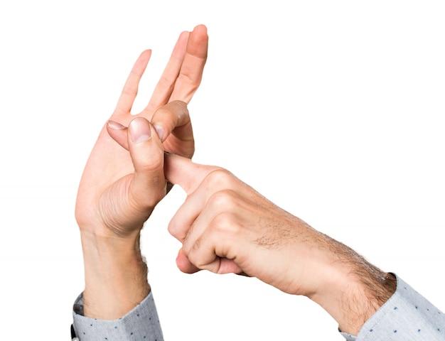 Mão de homem fazendo gesto de sexo