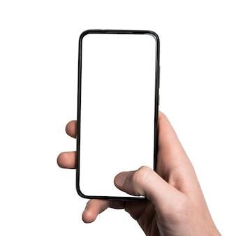 Mão de homem segurando o smartphone preto com quadro menos tela em branco e design moderno sem moldura, caminho de recorte vertical. interface de design de ii.
