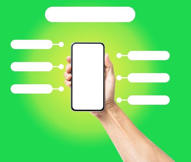 Mão de homem segurando um smartphone preto com modelo de infográficos em branco. conceito de tecnologia empresarial