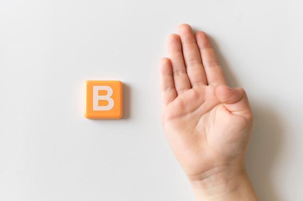 Mão de língua de sinais, mostrando a letra b b