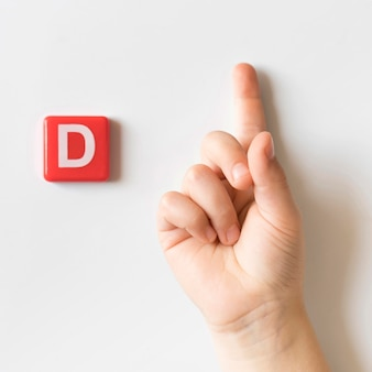 Mão de língua de sinais, mostrando a letra d