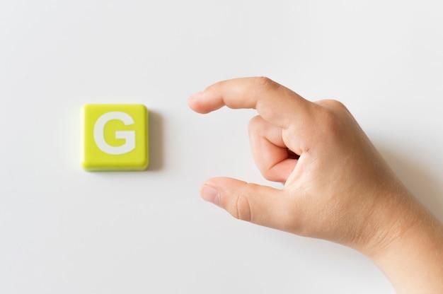 Mão de língua de sinais, mostrando a letra g