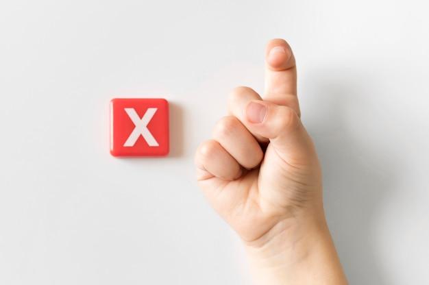 Mão de língua de sinais, mostrando a letra x