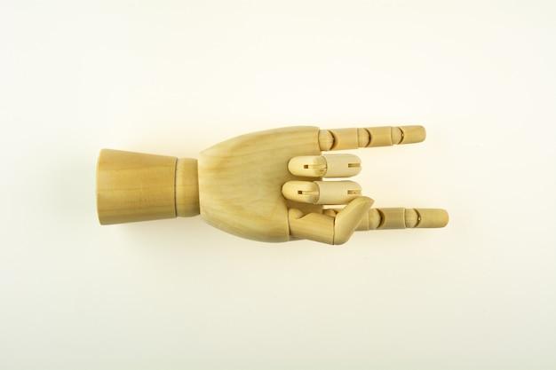 Mão de madeira para desenhar isolado no fundo branco.