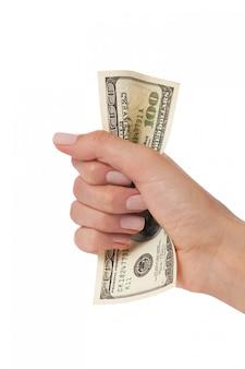 Mão de mulher apertando cem dólares