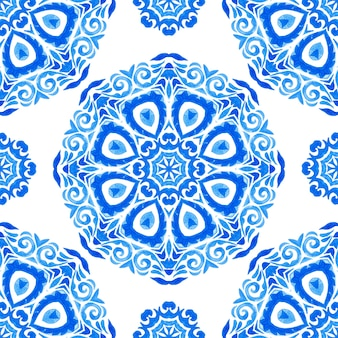 Mão desenhada sem costura azul aquarela padrão oriental mandala art. ornamento turco. mosaico marroquino. impressão folk em porcelana espanhola. papel de parede sem costura ornamental.
