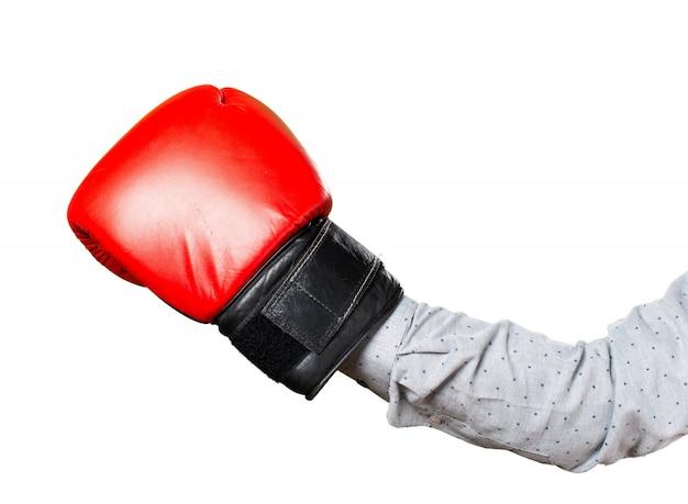 Mão do homem com luvas de boxe