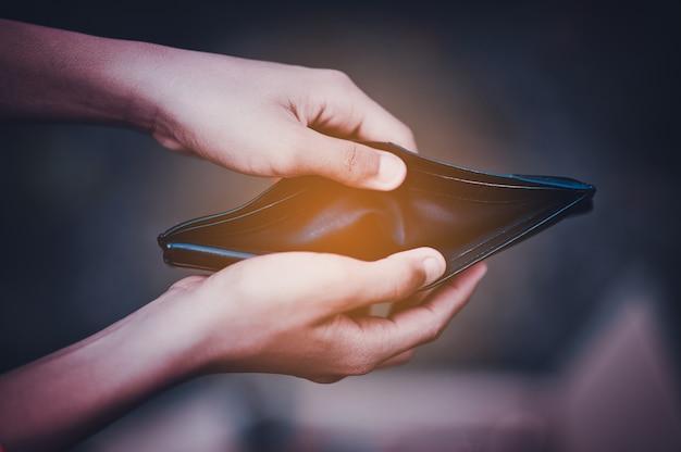 Mão e carteira problemas financeiros