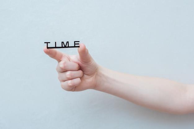 Mão e palavra tempo