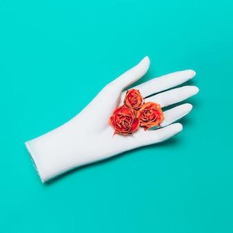 Mão e rosas. arte do minimalismo.
