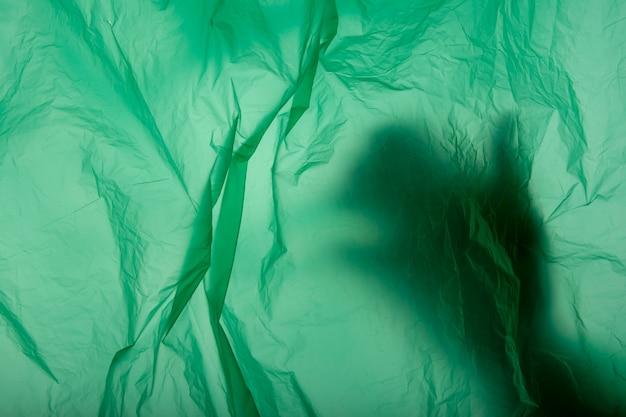 Mão em saco plástico. assassinato. fechar-se. textura macia puple