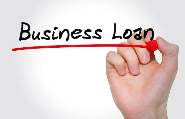 Mão escrevendo a inscrição business loan com marcador, conceito