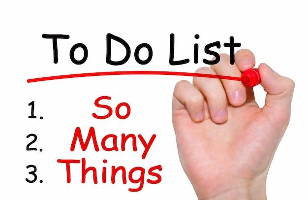 Mão escrevendo a inscrição para fazer lista com marcador, conceito
