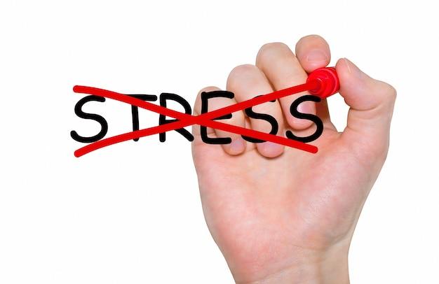 Mão escrevendo a inscrição stop stress com marcador, conceito