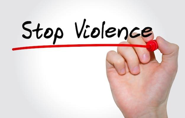 Mão escrevendo a inscrição stop violence com marcador, conceito