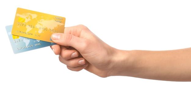 Mão feminina com cartão de crédito em fundo branco