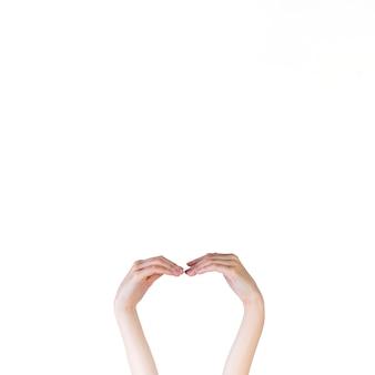 Mão humana fazendo sinal de mão curva no fundo branco