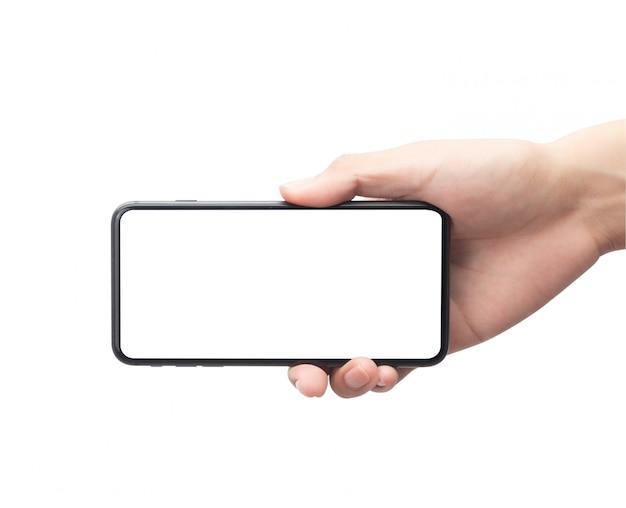 Mão masculina que mantém o smartphone preto com a tela em branco isolada no fundo branco com trajeto de grampeamento.