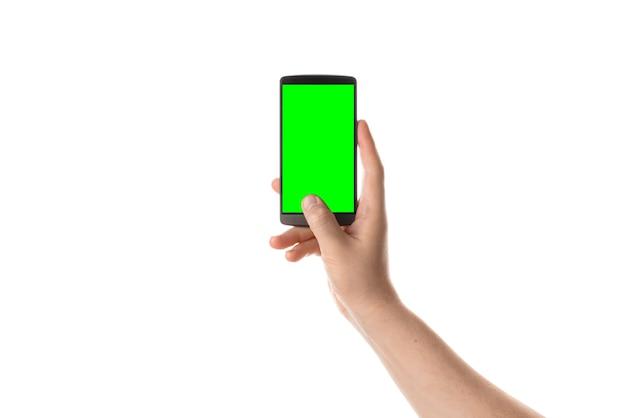 Mão masculina segura smartphone preto tela isolada com chroma key isolada no fundo branco