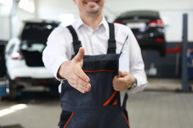 Mão masculina trabalhadora