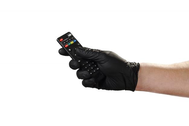 Mão mostra gesto, boa propaganda para a agência de segurança. segura o controle remoto da tv.