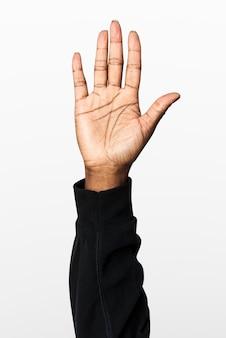 Mão mostrando gesto de palma com manga comprida preta