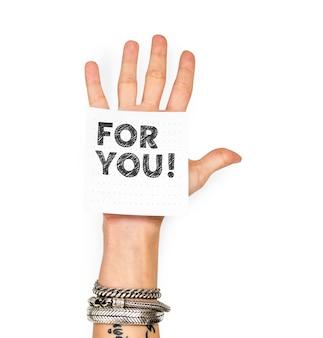 Mão mostrando uma nota para você