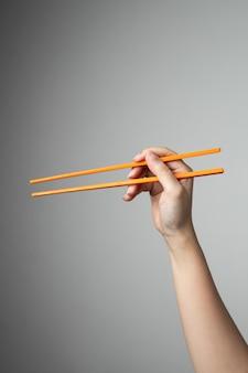 Mão pauzinho asiático japonês comida chinesa estilo tradicional