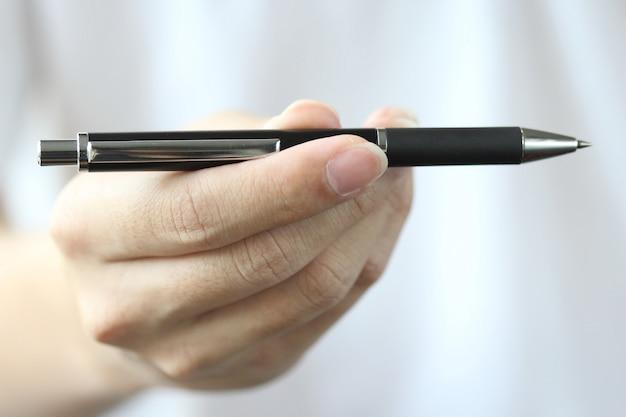 Mão presente caneta para você para escolher