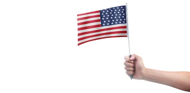 Mão segurando a bandeira americana. bandeira dos eua na mão
