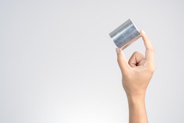 Mão, segurando, adesivo, folha alumínio, fita, para, estofamento