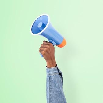 Mão segurando campanha de anúncio de marketing de megafone